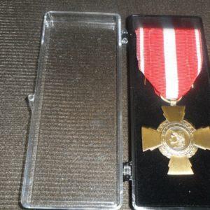 Médaille Ordonnance CROIX DE LA VALEUR MILITAIRE Armée Française -Patinée